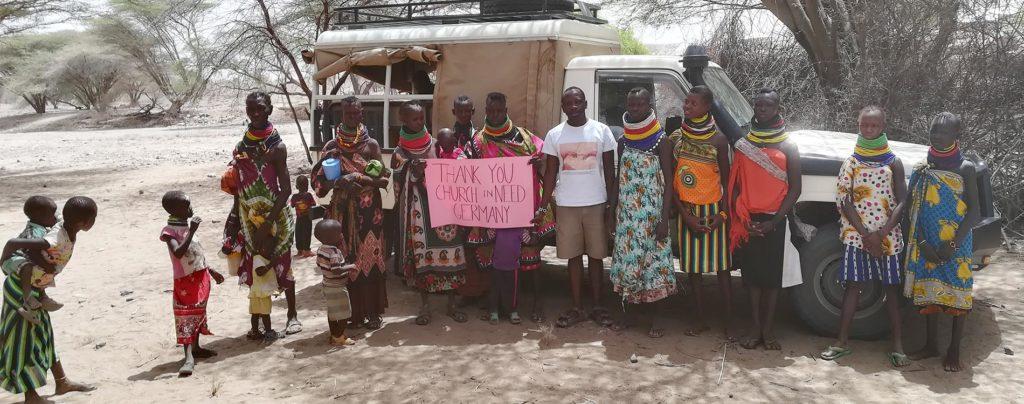 Ein Priester aus dem Westen Kenias dankt für das neue Fahrzeug für die Pfarrei