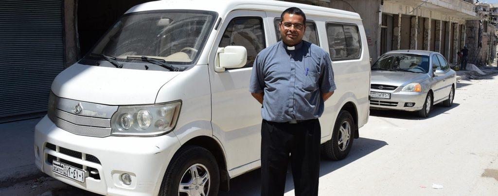 Dank Ihrer Hilfe erreicht ein Pfarrer in Aleppo die hilfsbedürftigen Menschen