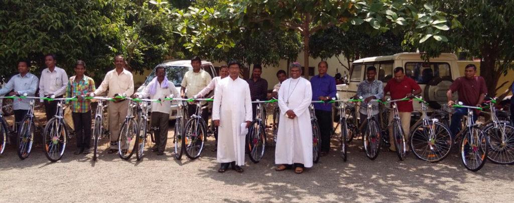 Dank Ihrer Hilfe konnten 30 Fahrräder für indische Katecheten angeschafft werden