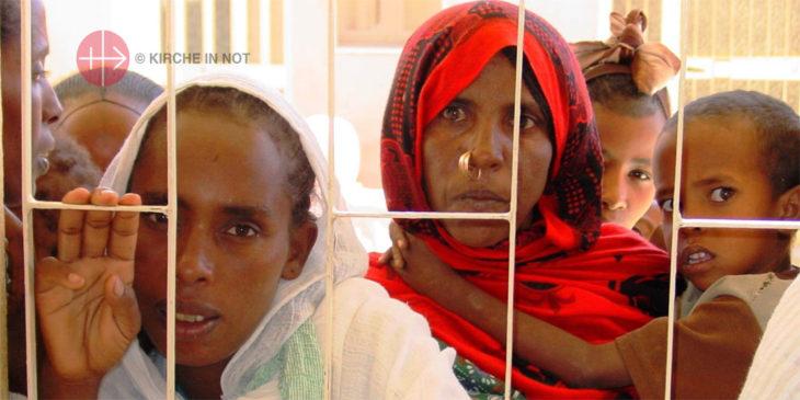Mütter mit Kindern aus Eritrea.