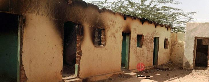 Ausgebranntes Gebäude im Niger.
