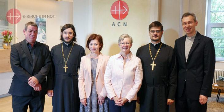 Gruppenfoto mit einer Delegation der russisch-orthodoxe Kirche und Vertretern von KIRCHE IN NOT International.