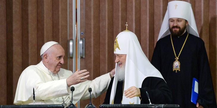 Papst Franziskus und der Moskauer Patriarch Kirill im Jahr 2016 bei ihrem Treffen auf Kuba.