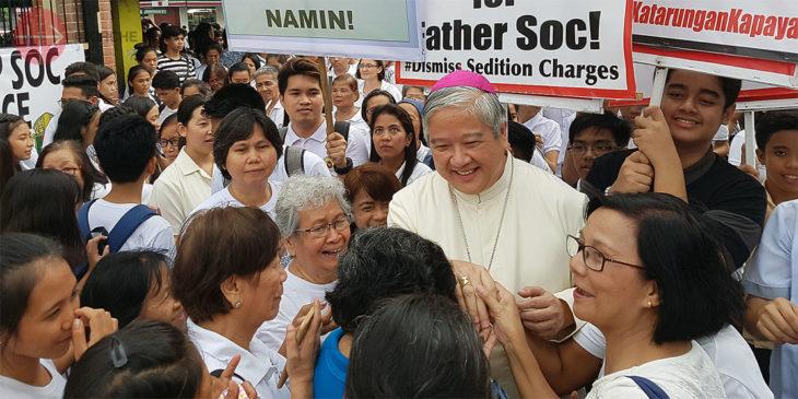 Erzbischof Socrates Villegas freut sich über die Solidaritätsbekundungen der Gläubigen.