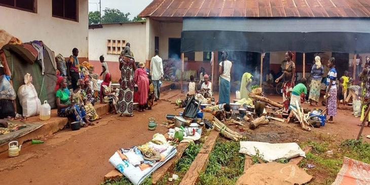 Flüchtlingsunterkunft auf dem Gelände des Priesterseminars des Bistums Bangassou/Zentralafrikanische Republik (Foto: Fundación Bangassou).
