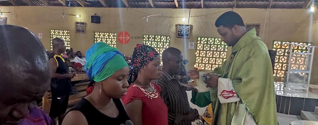 Nigeria: Wiederaufbau der Kapelle und eines Jugendzentrums