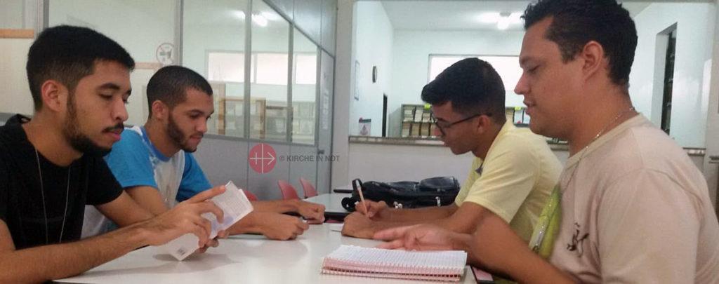 Brasilien: Ausbildungshilfe für junge Karmeliten