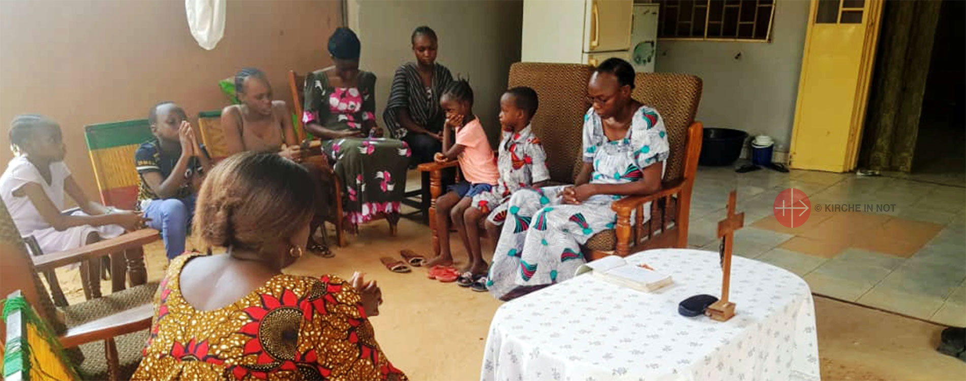 Eine Familie aus Niger beim Gebet.