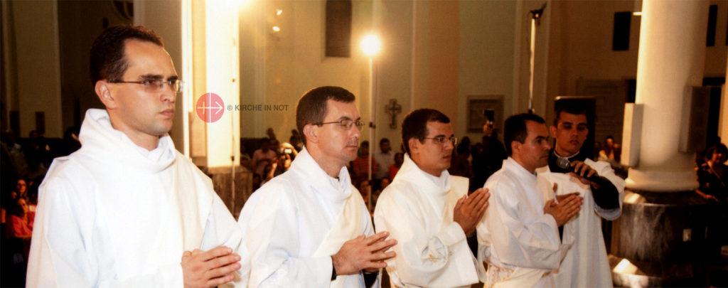 Brasilien: Ausbildungshilfe für 54 angehende Priester
