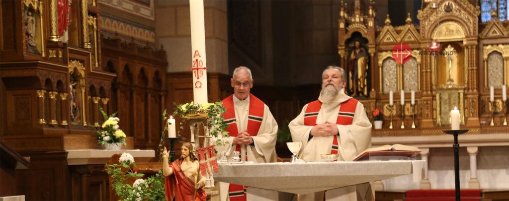 So hilft KIRCHE IN NOT mit Mess-Stipendien Priestern weltweit