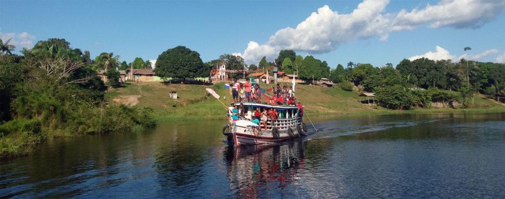 Brasilien: Reparatur eines Bootes für die Seelsorge im Amazonasgebiet
