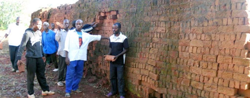 Malawi: Bau einer Kapelle